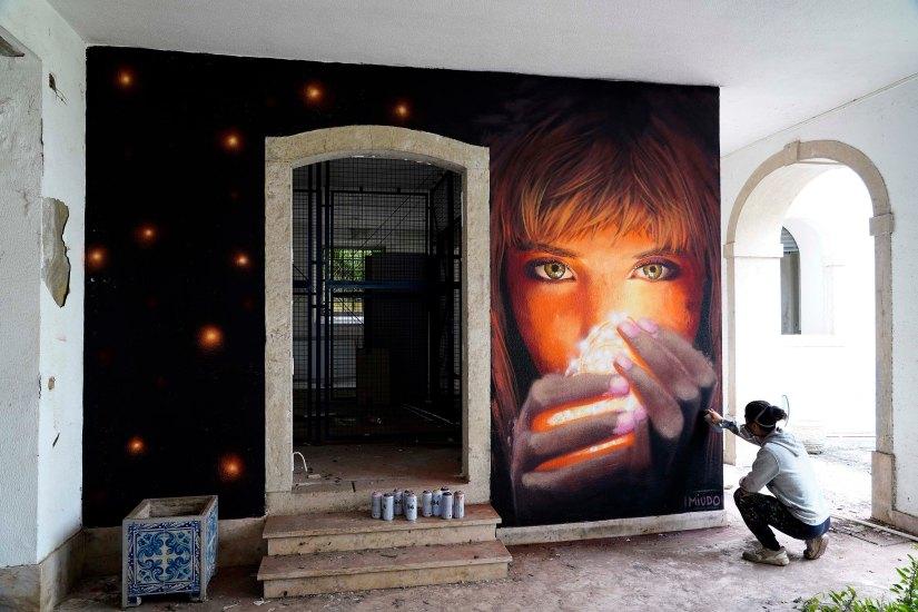 graffiti @miudo.arteStreet artist Miúdo a executar arte para o Dia Internacional da Luz